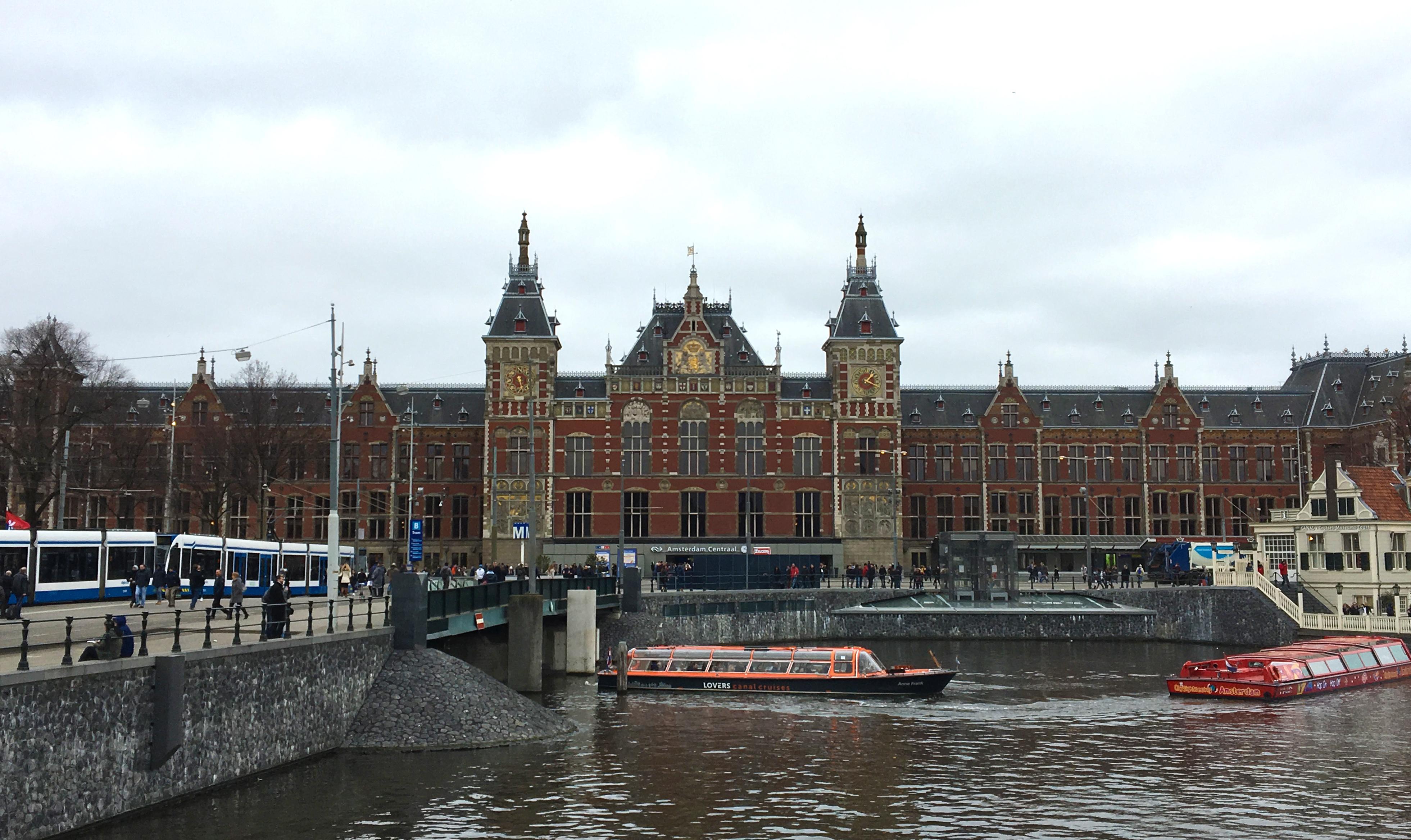 じっくり鑑賞してみよう!アムステルダム中央駅