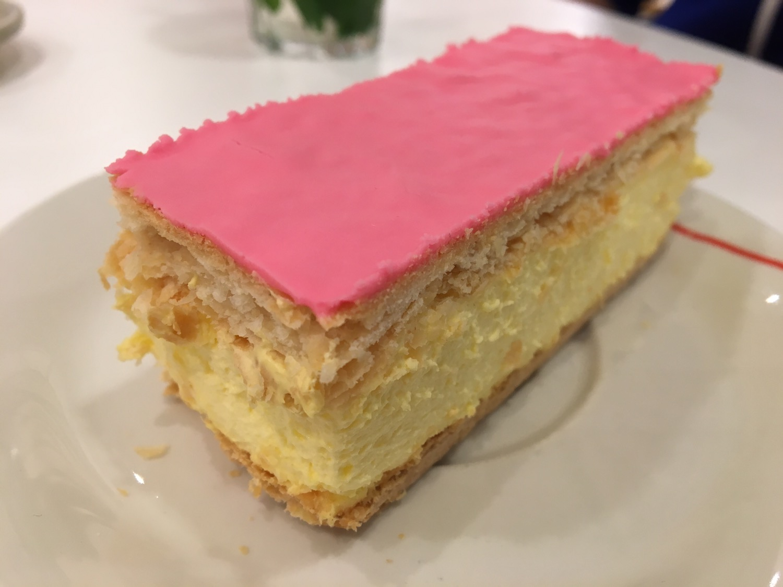 オランダのピンク色のお菓子「Tompoes(トンプース)」